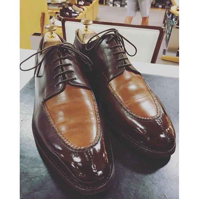 John lobb【ジョンロブ】シャンボード***バイカラーの靴欲しいなぁ#shoecaregirls #johnlobb #シャンボード #ジョンロブ #ドーベルマンカラー #englishguild #靴磨き #靴磨き女子部 #エスプリ軍曹登場 #無印イベント是非 #初無印イベントです #キドキドしてます #靴磨き #足元くら部 #polish HP:@shoecaregirls