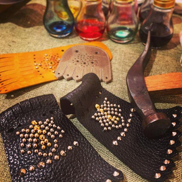 日本橋三越ではキルトワークショップイベントを開催中!明日までですので気になる方は是非遊びに来てくださいね♪オリジナルキルトでお気に入りの靴をデコレーションしちゃいましょう(*^^*)#キルトワークショップ #日本橋三越 #イベント #浜っ子先輩の力作 #かっこいい #靴磨き女子部 #靴 #shoes #shoecare #shoecaregirls