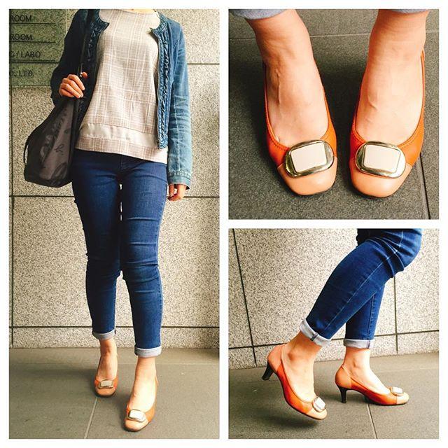 入社して間もない頃に銀座で購入した靴。シンプルなスタイルにも優しいピンクとワンポイントのエナメルデザインが女性らしさをプラスしてくれます☆これからも長く大切に履いていきます☆#shoecaregirls #靴磨き女子部 #ハスキー犬 #ハスキーケン #パンプス #ヒール #ピンク #革靴 #ワシントン #washington #デニム #デニムロールアップ #おしゃれ #エナメル #足元クラ部 #バッグ #agnesb #アニエスベー #ボーダーシャツ #itsinternational #イッツインターナショナル #lyondeux# #リオンドゥ #通勤スタイル HP:@shoecaregirls