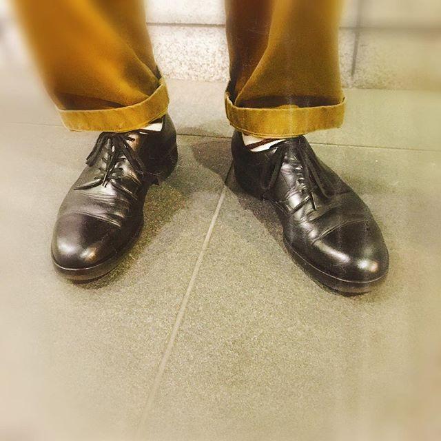 先日ご来社頂いたお客様の足元。シンプルが好き。#delightfultool#町田#革靴#靴磨き女子部#ボーダー部#mowbraymania#mowbray同盟 HP:@shoecaregirls#プレーントゥ