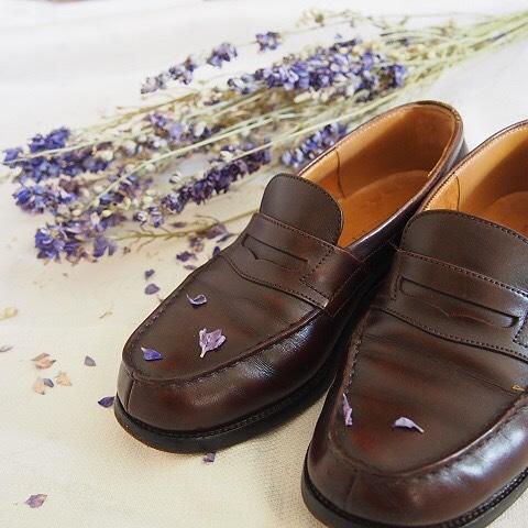 ツヤ肌美人靴になる方法♩・・・・・・・・・・・・靴磨き女子部HPコラムUPしました。HP: @shoecaregirls のリンクのトップ記事ご覧ください#靴磨き女子部#靴磨き女子部コラム#ケアのこと#shoecare #モゥブレィ同盟 #こびと#jmweston#靴のお手入れしてるのに#ツヤが出ない#そんなお悩みをお持ちのかたに