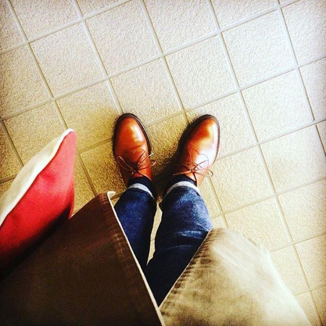 秋って短いなあと思う今日この頃です。。#orslow のペンシルスリムデニムに革靴を合わせて、しゃきっとさせました♫HP:@shoecaregirls#靴磨き女子部 #靴磨き女子部せんちゃん #jmweston #orslow #mowbraymania #jmウエストン