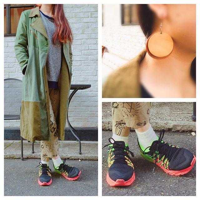 リメイクがとても気に入っているコートは、後ろの肩部分だけ迷彩なんです。HP:@shoecaregirls #shoecaregirls#mowbraymania #airmax2015#nike#hrremake#迷彩#カモ#ミリタリー#リメイク#落書き#しじみ#靴磨き女子部#靴磨き女子部のコーディネート