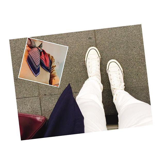 雨が降らない日は白スニーカー。寒い日はスカーフ巻くだけで暖かさが違う!  #gu #converse#allstar #lee#ciaopanictypyHP:@shoecaregirls #靴磨き女子部#靴磨き女子部ピンクレンジャー#プチプラ#guコーデ#ootd#outfit#scarf##靴磨き女子部のコーディネート#白スニーカー#大人gu部 #dior#vintage