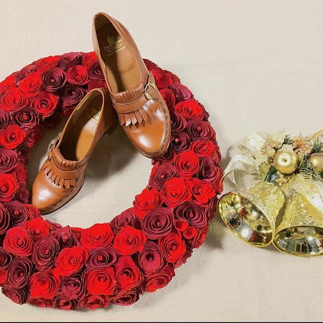 私の元へやって来たnew shoes︎♡クリスマスへも、近くなってきましたHP:@shoecaregirls#crockettandjones #クロケットアンドジョーンズ #キルト #革靴女子 #クリスマス #mowbray #足元倶楽部 #パンプス #リース #靴磨き女子部 #しじみ