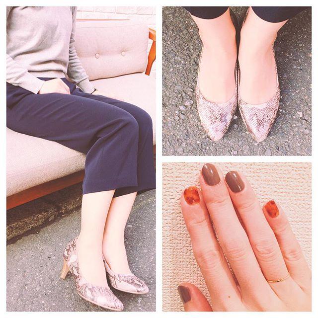今日も暖かい日でしたね♪お気に入りの靴とネイル。HP:@shoecaregirls #ootd#靴磨き女子部#靴磨き女子部のコーディネート#靴磨き女子部ピンクレンジャー#スカーフ#セルフネイル部#本日の足元チラ#足元くらぶ#足もと倶楽部 #パイソン#通勤コーデ#靴磨き#べっ甲ネイル#nailholic #プチプラネイル#ユニクロコーデ #ユニクロきれいめ部 #shoecaregirls#mowbraymania#nail#shoecare#pumps#outfitoftheday