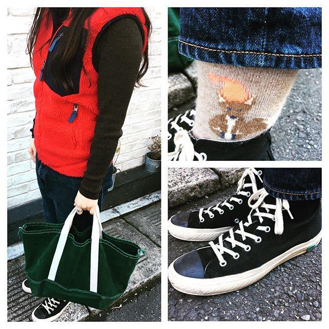おはようございます。今日は知らず知らずのうちにクリスマスカラーでした毛糸の靴下があたたかくてお気に入りです♪HP:@shoecaregirls#靴磨き女子部 #靴磨き女子部せんちゃん #moonstar #patagonia #パタゴニア #retrox #mowbraymania #モゥブレィ同盟 #靴磨き