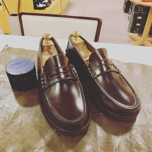 クリスマスも終わって今日から本当の師走の始まり!1年を支えてくれた愛すべきシューズ達を磨こう!#paraboot #shoecare #shoes #polish #パラブーツ #mmowbray #mowbraymania #ナチュラーレ #足元倶楽部  #france #革靴 #手入れ #leather #エスプリ軍曹登場