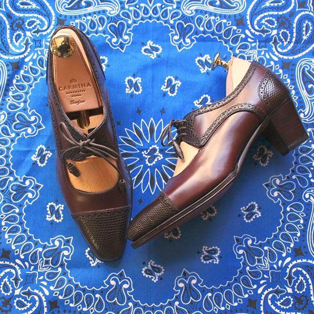 長いことお待たせしてしまった、パターンオーダーのカルミナ。20代の今より、10年先、20年先の自分の方が似合うような、そんな大人になりたいって思える靴です。一番似合う時に、一番の履き心地に馴染んでいるように、今から大切に育てたいと思います︎ HP:@shoecaregirls#カルミナ #carmina #パターンオーダー #スペイン #パンプス #リザード #ハバハンク #havahank #バンダナ #実はロゴ入り #mmowbray #mowbraymania #足元倶楽部 #靴磨き女子部 #しじみ #グッドイヤー #やっぱり窓があるのを選んじゃう