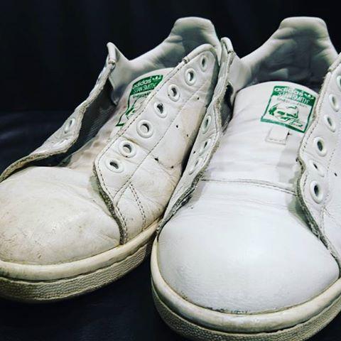 スタンスミスの白革、くすんでもケアすればこんなにきれいになります♪#シューケア #靴磨き #mowbray #mowbraymania #スタンスミス #すたんすみす #stansmith #大吟嬢