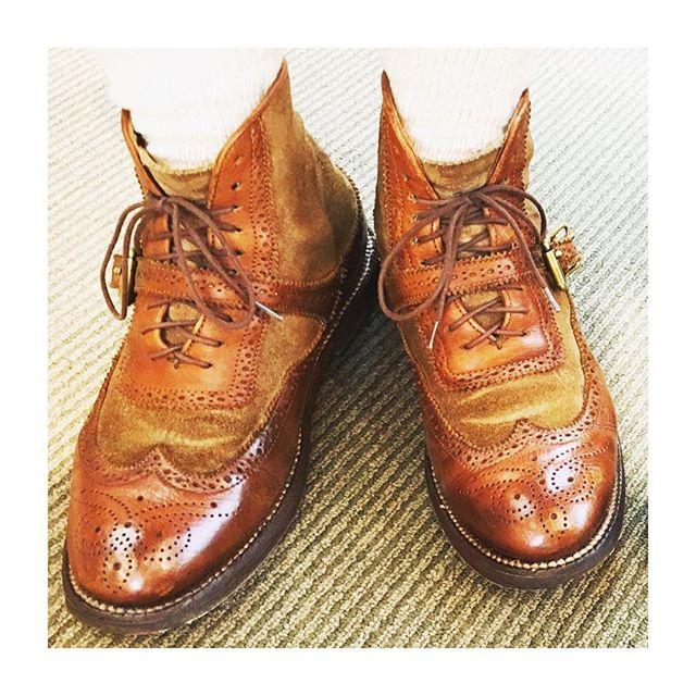 いつもはあまりツヤツヤにはしませんが、たまには雰囲気を変えてみるのも◎#mowbraymania #靴磨き女子部#shoecaregirls ##靴磨き女子部こびと#yuketen#ユケテン#何度でも登場する#いつもお世話になってます#靴磨き#ショートブーツ