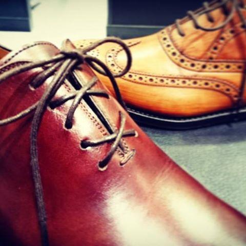 靴紐の通し方で印象も気分も変わりますね!#靴 #mowbraymania #大吟嬢 #靴紐