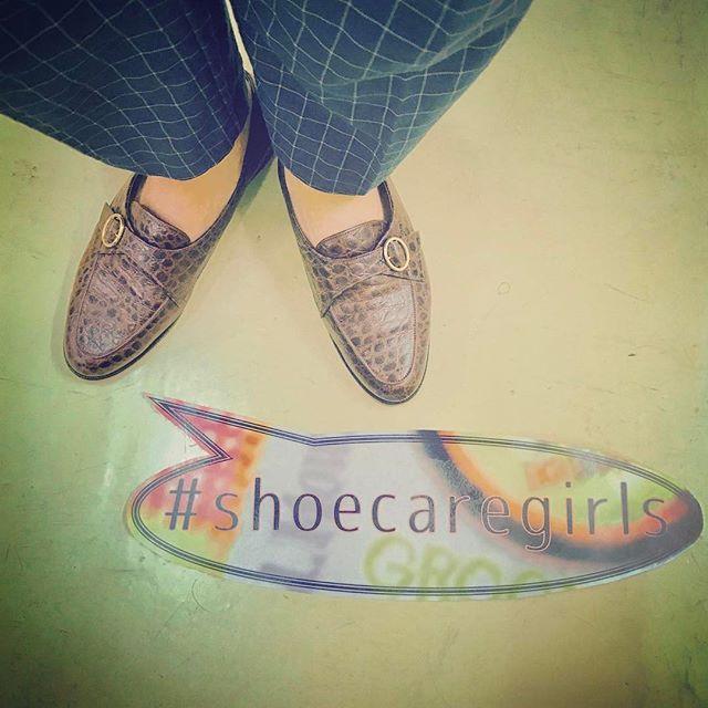 古着屋さんで見つけたようなレトロな雰囲気がお気に入りです︎️#shoecaregirls #リーガル #regal #クロコ型押し #古着 #デッドストック #お手入れ #mowbraymania #クリームナチュラーレ #靴磨き女子部 #しじみ