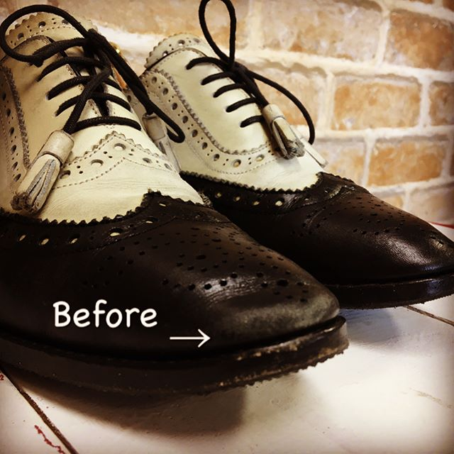 ふと足元みると、つま先の色が抜けてる︎( ; ; )って時ありますよね。。出かける前の急いでる時に限って気になるんですよね。スポンジ付きチューブ靴クリームは手も汚れず、時短でお手入れ出来てお気に入りです♪防水効果もあるのが、なんとも嬉しいです︎Famaco シルキーレザークリーム¥1000+tax#靴磨き女子部 #バクバクコアラ#靴のこと#革靴お手入れ#mowbraymania #三陽山長#楓#famaco