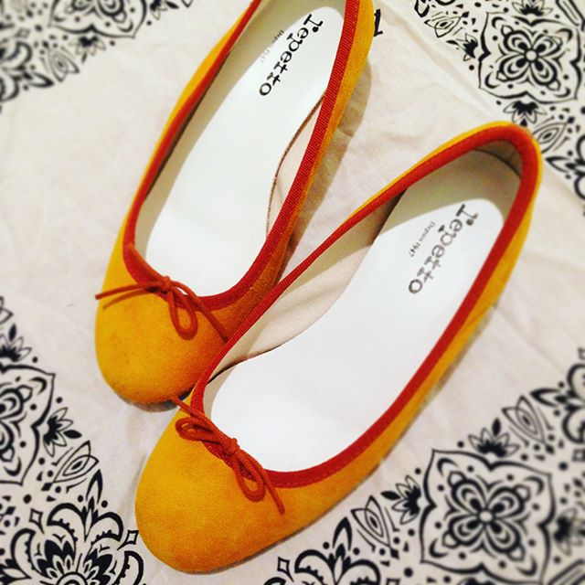 トレンドカラーのイエローです普段はスニーカーが多いので、この春いっぱい履いてお出掛けしたいです#オノシャルD #靴磨き女子部 #repetto #スエード#イエロー#トレンドカラー#yellow