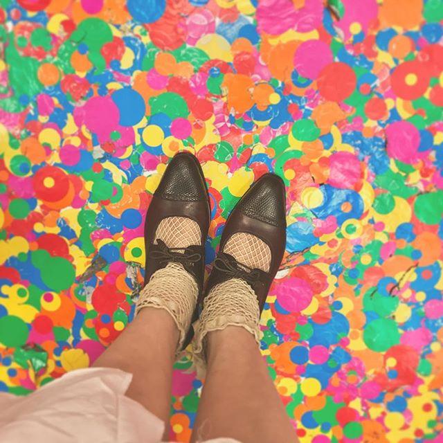 最終日ぎりぎりに間に合った草間彌生さんの美術展。カルミナのパンプスでおしゃれして行ってきました︎#草間彌生 #我が永遠の魂 #美術展 #靴磨き女子部 #カルミナ #carmina #パンプス #mowbraymania #足元くら部 #しじみ