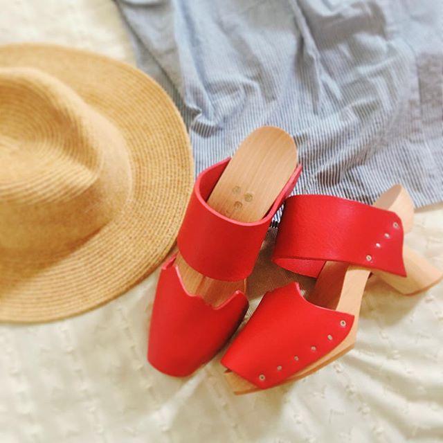 新しい赤い靴が仲間入り♫どんどんお気に入りの赤色の靴が増えています。#verotwiqo さんのシューズは2足目に!ヒールがどのデザインも可愛くてお気に入りです。夏も足元も明るくいきたいと思います。#靴磨き女子部 #バクバクコアラ#verotwiqo #サンダル解禁 #ワンピース#革靴女子 #shoe活2017