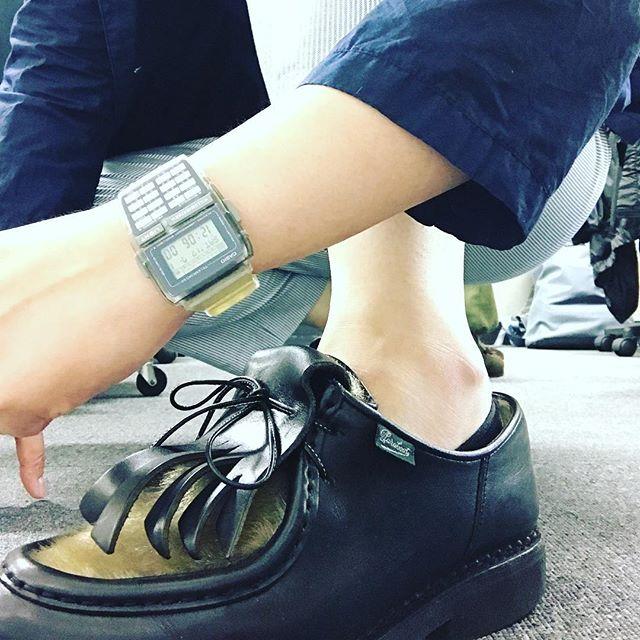 雨の日に活躍するパラブーツのミカエルフォック。最近のマイブームはデータバンクとの組み合わせです!#paraboot #shoecare #mowbraymania #shoes #kicks #casio #datebank #ミカエル #パラブーツ #ミカエルフォック#靴磨き #データバンク#カシオデータバンク#足元 #足元くら部 #commedesgarcons #playcommedesgarcons #MHL#uniqlo #fashion #キモ撮り #ちょっとやってみたかった