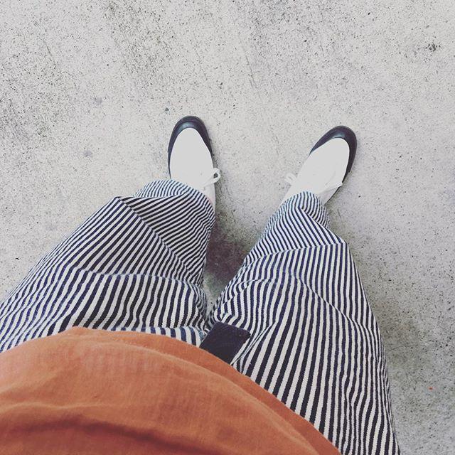 おはようございます!今日は梅雨の中休みだそうです♪アッパーが白くても、ソールが黒いので汚れが目立たない(?!)ニューフェイスを履いて出勤しました️ HP:@shoecaregirls#靴磨き女子部 #靴磨き女子部せんちゃん #mowbraymania #asahi #madeinkurume