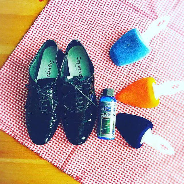 .デリケートなrepettoちゃんにはキーパーをしっかり入れて長持ちさせます...❣️HP@shoecaregirls #repetto #paris #靴磨き女子部#グリーンメン#エナメル#靴#mowbraymania #shoecare #ベルベットキーパー #ラックパテント#shoes #shoe活2017