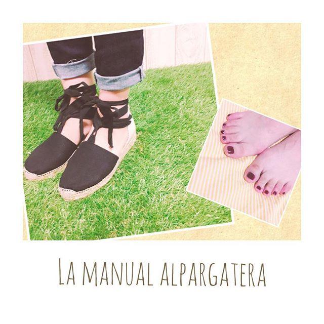 #靴磨き女子部のコーディネート シンプルで履きやすい夏はやっぱりエスパドリーユHP:@shoecaregirls#shoecaregirls#mowbray#靴磨き女子部#エスパドリーユ#デニムコーデ #あしもと倶楽部 #夏にオススメ#セルフネイル部#lamanualalpargatera #スペイン で購入♡#revlon #定番の#ボルドーネイル#靴のこと#mowbraymania