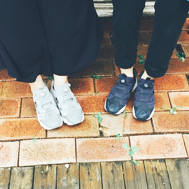 今日の足元は#ポンプフューリー でした先日M.mowbray ハイパークリーンで洗ったのでサッパリです♫ナイロン素材のスニーカーもケアできますよ!#靴磨き女子部のコーディネート #バクバクコアラ と #オノシャルD#shoe活2017 #靴のこと#スニーカー女子#スニーカーを綺麗に履こう #mowbray #ハイパークリーン #reebok #pompfury