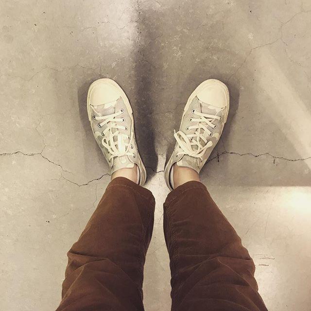 カモフラらしいカモフラじゃないから合わせやすい、ビューティー&ユース別注のコンバース#shoes #shoecaregirls #converse #chacktaylor #beautyandyouth #unitedarrows #足元くら部 #足元倶楽部 #fashion #fashionphotography #gramicci #コンバース #別注 #ビューティーアンドユース #エスプリ軍曹登場 #おしゃれさんと繋がりたい#カモフラ