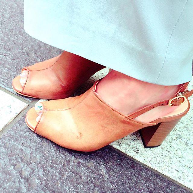 .関東では久しぶりの晴天ですね🌞天気が悪くてサンダルが履けなかったので久しぶりの登場です♪@shoecaregirls #靴磨き女子部#グリーンメン#チャンキーヒール#サンダル#あしもと倶楽部 #mmowbraymania#shoecare #靴好き