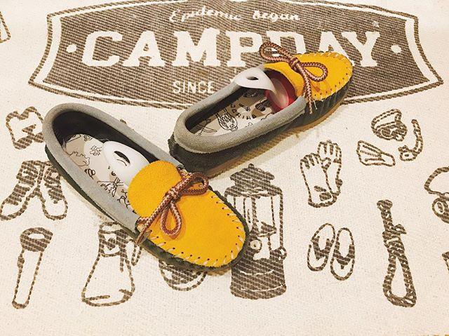 秋になりました︎︎今や季節問わず好きなスエードも、ますますたくさん履きたい気分です︎ちゃんとお手入れをしてあげれば、キレイな色も長持ちします。#秋 #スエード #モカシン #カラフル #amimoc #アミモック #shoe活2017 #mowbraymania  #shoecaregirls #しじみ
