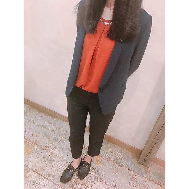 .先日社外の展示会に参加したときのかっちりコーデ珍しくジャケットを着ております、、、HP:@shoecaregirls #靴磨き女子部#グリーンメン#足元#ビットローファー #mowbraymania #shoecare#9月23日は靴磨きの日