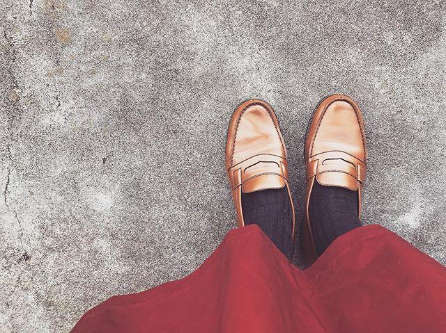 秋も深まりつつある今日この頃秋色の服にはこの靴が合わせやすくていい感じ️ ...#shoecaregirls #shoes #shoecare #靴磨き女子部 #靴磨き女子部セガール #mowbray #mowbraymania #革靴 #革靴女子 #ootd #足元倶楽部 #あしもと倶楽部 #本日の足元 #靴好き #靴好きな人と繋がりたい #靴磨きの日2017 #jmweston