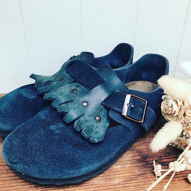 雨の日が続きますね〜、、雨の日はほとんどスエード素材を履いてます#靴磨き女子部 #オノシャルD #ビルケンシュトック #スエード