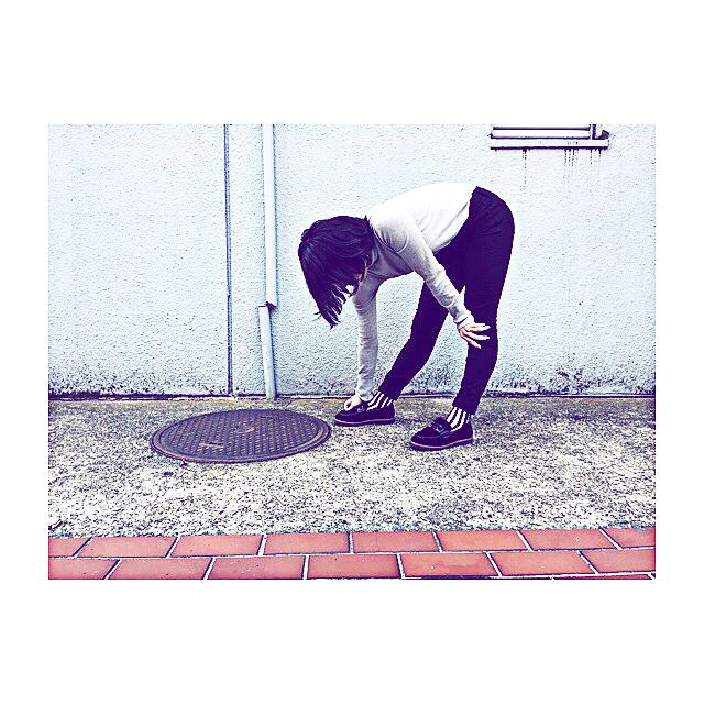 .寒い日が続いてますね️冬にむけての準備ということで、、モフモフなこちらの靴を仲間入りさせました.しゃがんだ時、脱力してこのような体勢になったときに無意識に触ってしまいます️ .#靴磨き女子部#モノクロすけ#あしもと倶楽部 #おしゃれさんと繋がりたい #今日のコーデ #mowbray#mowbraymania #shoecare#ootd#fashion#gap#uniqlo#black