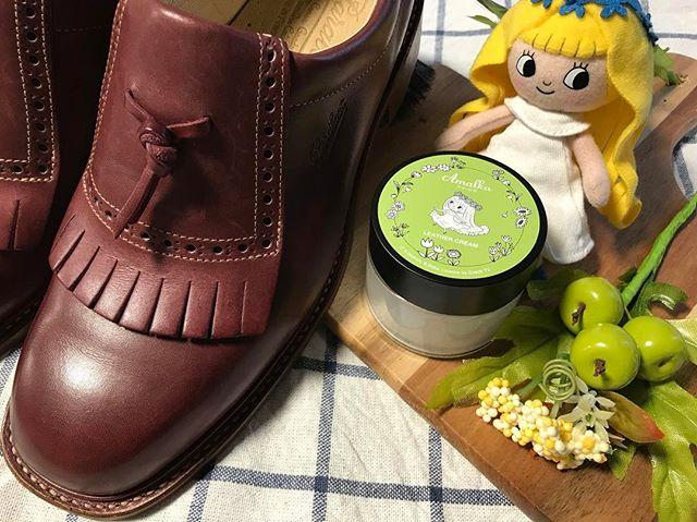 アマールカとコラボしたレザークリームは革靴はもちろん革小物のケアにも使える万能アイテムです そしていい香りなんです。#靴磨き女子部 #オノシャルD #アマールカ#mowbray #mowbraymania #革靴#革小物