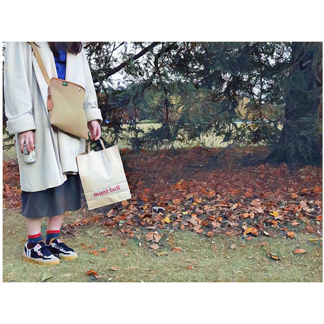 新しく#スニーカー 買いました#大好き#patrick です。真っ赤な#p を主張したくて一段下げて紐結んでいます。#靴磨き女子部#ばくばくジュニア#shoescare#shose #sneaker#パトリック#スニーカー女子#montbell (買った)#チチヤス#足元倶楽部#足元#お洒落さんと繋がりたい#mowbraymania#今日のコーデ#今日の靴#紅葉#新宿御苑#chambledecharme#latlierdusavon#viviennewestwood#brady