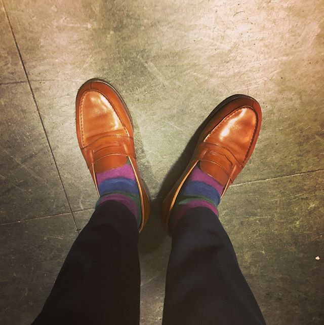 靴下は派手に決めてしまう派です。でも靴はクラシックが好きです。#jmweston#shoes#shoecare#french#france#lorfe#jmweston180 #socks #靴好きさんと繋がりたい #靴下コーデ#靴下#ソックス#コーギー#happysocks #corgi #shoecaregirls#エスプリ軍曹登場