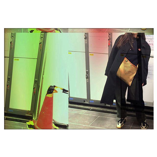 ここのところすっかり冬めいてきましたね。そんな日はインナーに#ダントン 着ちゃいます。#ぽかぽか です。#靴磨き女子部#ばくばくジュニア------------#今日のコーデ#coat#valentino#tops#danton#bottom#munsingwear#shoes#patrick#bag#brady------------#shoescare#sneaker#スニーカー#スニーカー女子#おしゃれさんと繋がりたい#お洒落さんと繋がりたい#ゴルフウェア#コーデュロイ#おさがり#コインロッカー#カラーコーン
