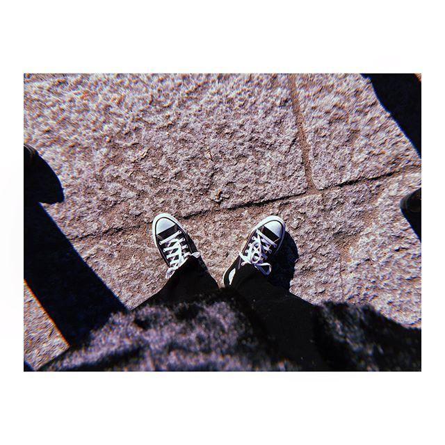 .あけましておめでとうございます今年もよろしくお願いします️ ..#shoecaregirls#shoecare#モノクロすけ#靴磨き女子部#mowbray#mowbraymania#zara#gap#converse#allstar#sneaker#black#white#おしゃれさんと繋がりたい#ザラ#ファーコート#ootd#今日のコーデ