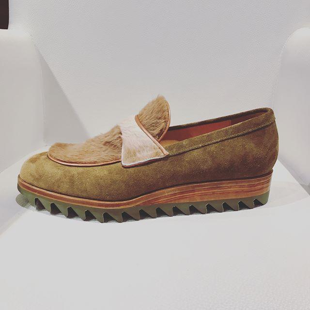 もふもふいいなぁ#shoes #shoecare #shoecaregirls #reikotsukui #far#mowbraymania #ラビットファー #fashion #靴#エスプリ軍曹登場 #ウェッジ#スエード#おしゃれさんと繋がりたい