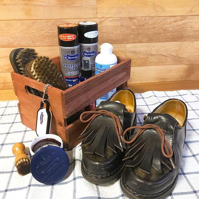 ︎今日も先週も雪から足を守ってくれたミカエルをお手入れ︎ 必要なアイテムはカゴに入れて、マットを敷いたら気分も上がるし、汚れも防止! …ところで必要なアイテムがなくなったら⁇▷︎▷︎▷#ダッシュボタン #靴磨き女子部 #靴磨き #シューケア #mmowbray #mowbraymania #あしもと倶楽部 #ファッション #paraboot #パラブーツ #ミカエルフォック #michael #amazon #アマゾン