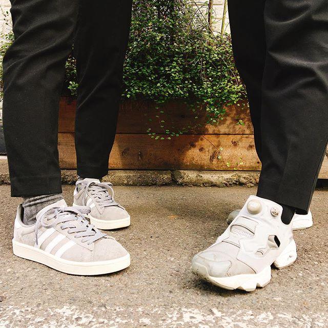 今日の足元ブラック×グレーかぶりでした!今夜は東京も雪予報も出てますね。みなさま足元お気をつけてくださいね🌨#靴磨き女子部#shoecaregirls #バクバクコアラ#ピンクレンジャー#rebook #ponpfury #addidas #sneaker #sneakersaddict #あしもと倶楽部