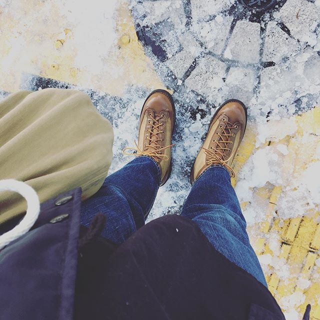 こんにちは。先日ダナーデビューしました!雪の日はもちろん、ワンピースなんかに合わせてもかわいいですねコーディネートの妄想が膨らみます…お手入れには #ビーズエイジングオイル がおすすめです♩HP:@shoecaregirls#mowbraymania #mowbray #靴磨き女子部 #靴磨き女子部せんちゃん #dannerlight #ダナー #ダナーライト