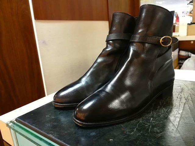 イタリアの名靴、タニノクリスチーのジョッパーブーツ。とっておきの一足。#taninocrisci #jodhpurboots #leathershoes#boots#ladiesshoes#italy#black#shoecare #shoeshine#mowbray#靴磨き女子部#劇団ぴよこときどきこっそりオイルを仕込んでます。。