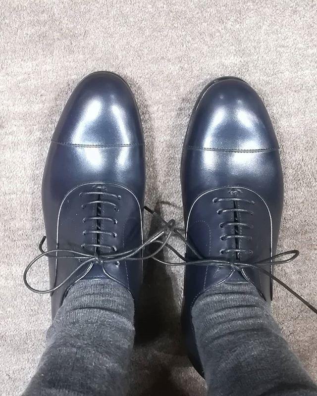 黒じゃなくて、実はブルーブラック。#足元倶楽部#shoecaregirls #ladiesshoes#sutormantellassi #blueblack#靴磨き女子部#劇団ぴよこ