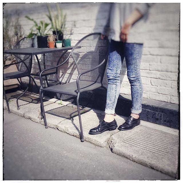 .今日の東京は汗ばむくらい暑いです️ そんな今日は新入社員の足元を..HP:@shoecaregirls#靴磨き女子部#靴磨き女子部ピンクレンジャー#おしゃれさんと繋がりたい#新入社員#良いものを長く#靴#デニムコーデ#春#お手入れ#靴磨き#パーカー#チャーチ#churchs#shoecaregirls#mmowbray#mowbraymania#shoecare#ootd..