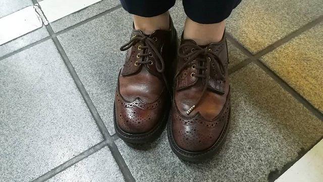 こんな雨の日はTricker'sも活躍してくれます。#shoecaregirls #靴磨き女子部#trickers#ladiesshoes #leathershoes#madeinengland#dainitesole#dainitesole#靴磨き女子部k