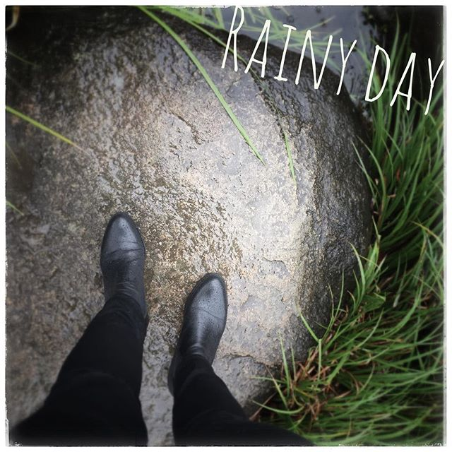 .#靴磨き女子部のお気に入り.先日、休日に清澄庭園へ行きました。結構な雨だった️笑紫陽花も綺麗で季節を感じられるお散歩コース、おすすめですよ♡お出かけ前に傘と靴に防水スプレー!オールシーズン使えてしっかり弾く靴磨き女子部のお気に入りです︎.Item*M.モゥブレィ プロテクターアルファ ¥1,500(+tax) ..HP:@shoecaregirls#靴磨き女子部 #靴磨き女子部t #おしゃれさんと繋がりたい #防水スプレー #モゥブレィ #雨の日 #雨靴 #清澄庭園 #お散歩#黒スキニー #サイドゴアブーツ #プロテクターアルファ#暮らしを楽しむ #雨もいいよね #良いものを長く  #花のある生活 #お手入れ #靴磨き  #靴クリーニング #shoecaregirls #mmowbray #mowbraymania #shoecare #japan ..