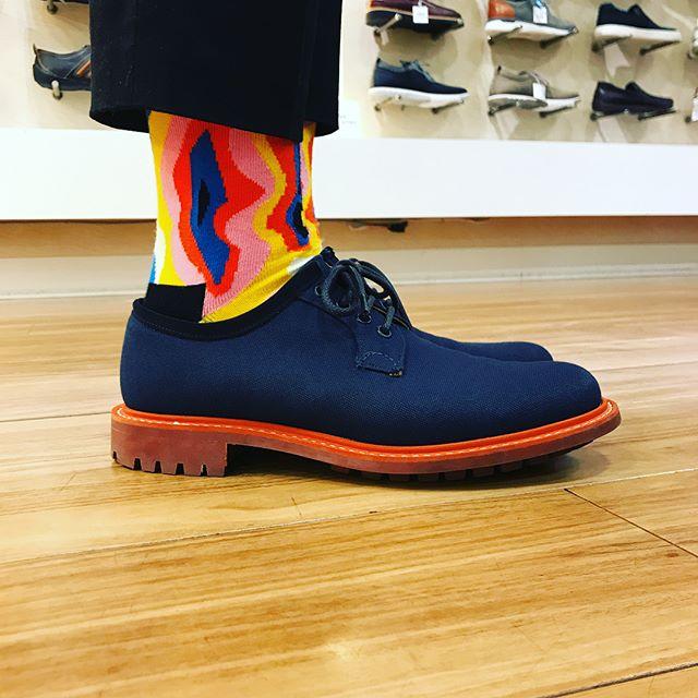 Happy socksで気分上げます、カカト上げます。#churchs #チャーチ#happysocks #sockstagram #ハッピーソックス#shoes #shoecare #shocaregirls#靴磨き女子部p#靴磨き#おしゃれさんと繋がりたい #fashion #シャノン#キャンバス