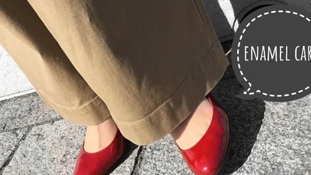 .靴磨き女子部 Shoe Care Recipe 12回目はエナメルケアです水に強いので雨の日に重宝する素材がエナメル!水が付いたままだとアトが残ってしまうため使用後のケアは重要ポイント5分以内で終わる簡単ケア。エナメルはツヤ命!!..HP:@shoecaregirls#靴磨き女子部 #足元倶楽部 #靴磨き女子部t #おしゃれさんと繋がりたい #足元くら部 #雨の日 #エナメル #動画で見るシリーズ #ダイアナ #パンプス #ワイドパンツ #動画で見るシューケアレシピ #ユニクロコーデ #大人カジュアル #ハイヒールlovers #shoecaregirls #mmowbray #mowbraymania #followme #shoecare #enamel #shoes #asakusa ..