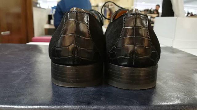 運命の出会い!とも思いたくなるほど可愛い靴。クロコ×スエードの黒靴。少し大人らしい一足です。#jmweston #leathershoes #shoes#vintage#suede#crocodile#靴磨き女子部#靴磨き女子部k#shoe活2018#mowbray